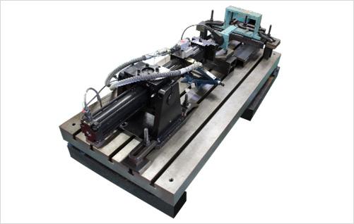 油圧式疲労試験機